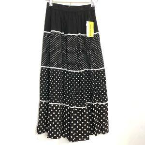Pull on Black & White Small Skirt